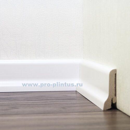 Плинтус  60х22 белый гладкий